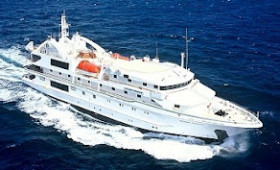 Oceanic Discoverer hits reef in PNG