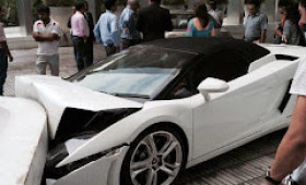 Struth! That's no way to park a Lambo